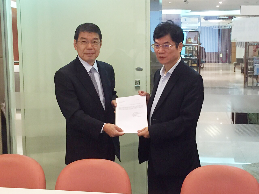 The trainee report to Funamoto CEO (left) from Liu CEO (right).